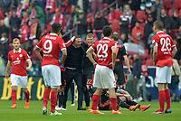 Fotball<br /> Tyskland<br /> 03.05.2015<br /> Foto: Witters/Digitalsport<br /> NORWAY ONLY<br /> <br /> Schlussjubel v.l. Trainer Bruno Labbadia, Matthias Ostrzolek (HSV)<br /> Fussball Bundesliga, FSV Mainz 05 - Hamburger SV