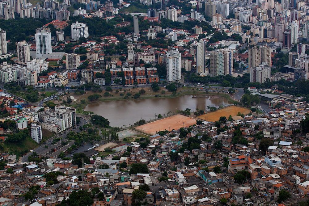 Belo Horizonte_MG, Brasil...Imagem aerea da Barragem Santa Lucia...The aerial view of Santa Lucia Shantytown...Foto: BRUNO MAGALHAES / NITRO