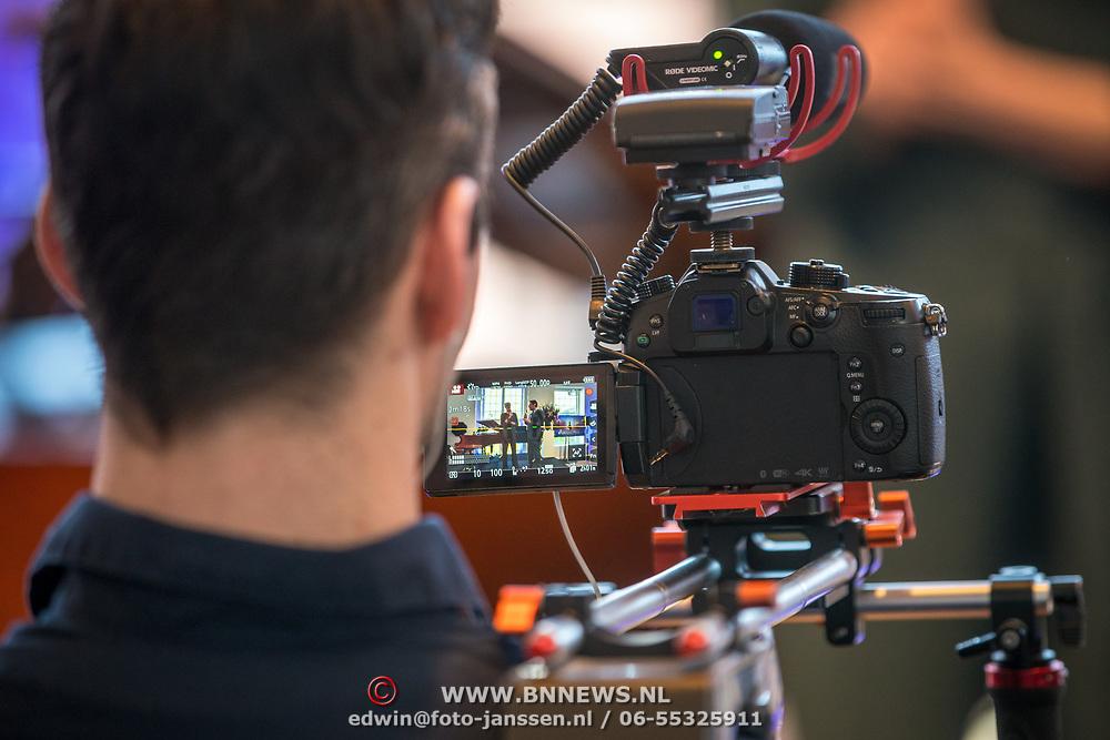 NLD/Amsterdam/20190214 - Musical Anastacia  filmende pers,