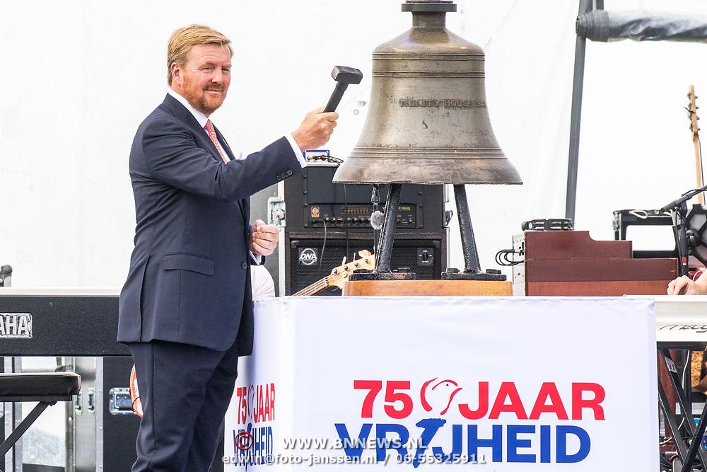 NLD/Terneuzen/20190831 -Start viering 75 jaar vrijheid, Koning Willem Alexander opent met een slag op de bel het herdenkingsjaar