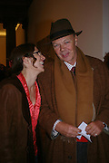 Sarah Thornton and Nicholas Logsdail. the Triumph of Painting. Part 1. The Saatchi Gallery. 25 January 2005. ONE TIME USE ONLY - DO NOT ARCHIVE  © Copyright Photograph by Dafydd Jones 66 Stockwell Park Rd. London SW9 0DA Tel 020 7733 0108 www.dafjones.com