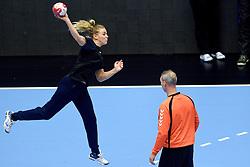 19-12-2015 DEN: World Championships Handball 2015 Training Oranje, Herning<br /> Na een rustige training werd er een persmoment gehouden / Jessy Kramer #5