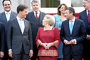 Het kabinet-Rutte met koningin Beatrix donderdag op het bordes bij Huis ten Bosch. ( Marja van bijsterveldt , Piet Hein Donner , Hans Hillen , Kees jan de Jager , Henk Kamp ,  Gerd Leers , Ivo Opstelten , Uri Rosenthal , Mark Rutte , Edith Schippers , Melanie schultz van haegen , maxime Verhagen )