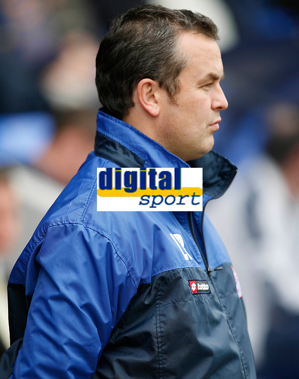 Photo: Steve Bond.<br /> Shrewsbury Town v Chesterfield. Coca Cola League 2. 13/10/2007. Chesterfield manager Lee Richardson ponders going an early goal down