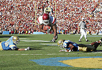 2 December 2006: C.J. Gable (25) makes a diving touchdown with the ball during Pac-10 college football upset UCLA beat the Trojans 13-9 during the final home game of the season for the UCLA Bruins vs the University of Southern California USC  Trojans at the Rose Bowl in Pasadena, CA.  This was the only TD of the game for the Trojans during a loss infront of a sold out crowd.<br />