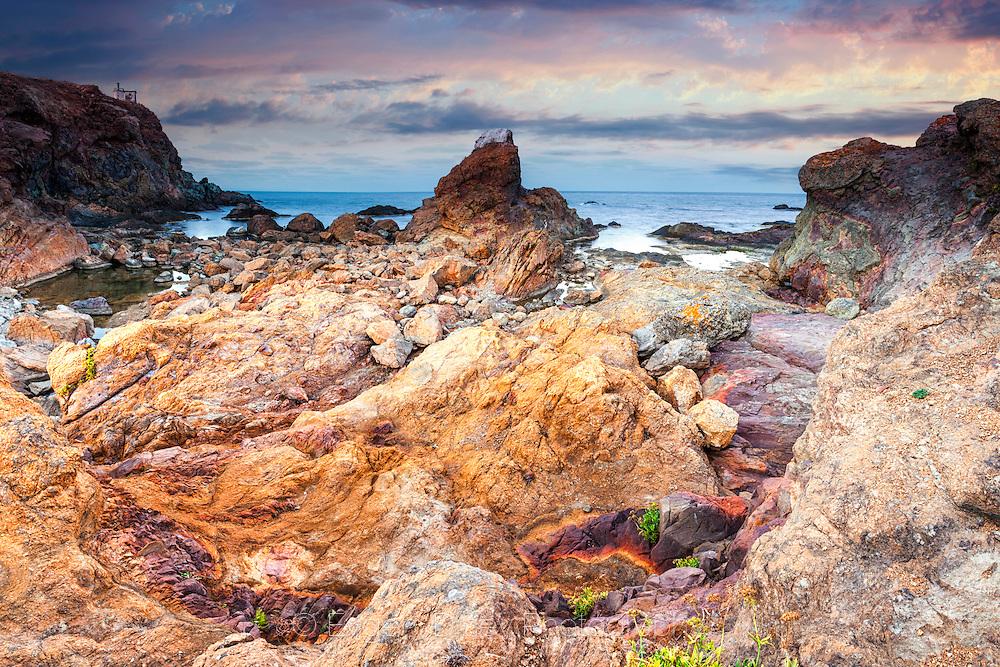 Red rocks of Maslen Nos cape