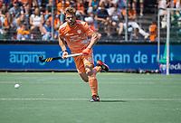 AMSTELVEEN - Mink van der Weerden (Ned) met auping boarding  EK hockey, finale Nederland-Duitsland 2-2. mannen.  Nederland wint de shoot outs en is Europees Kampioen.  COPYRIGHT KOEN SUYK