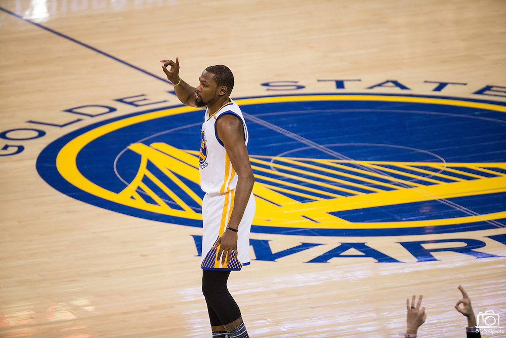Golden State Warriors forward Kevin Durant (35) celebrates a jump shot against the Cleveland Cavaliers at Oracle Arena in Oakland, Calif., on January 16, 2017. (Stan Olszewski/Special to S.F. Examiner)