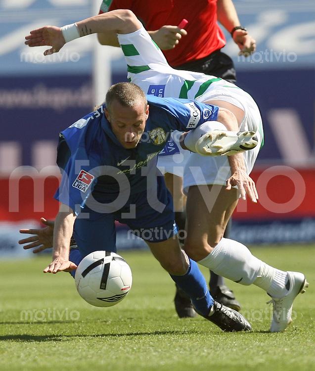 Jena , 080407 , Saison 2006/2007 ; Fussball 2.Bundesliga Greuther Fuerth - FC Carl Zeiss Jena  Mark ZIMMERMANN (Jena) gegen Daniel ADLUNG (Fuerth)
