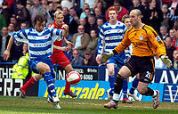 Photo: Ed Godden/Sportsbeat Images.<br />Reading v Liverpool. The Barclays Premiership. 07/04/2007. Reading's Stephen Hunt (L), takes the ball round Liverpool keeper Jose Reina.