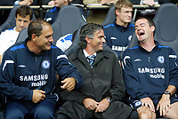 Fotball<br /> England 2005/2006<br /> Foto: SBI/Digitalsport<br /> NORWAY ONLY<br /> <br /> Tottenham v Chelsea<br /> The Barlcays Premiership.<br /> 27/08/2005.<br /> <br /> Jose Mourinho shares a joke with Steve Clark and Silvinho