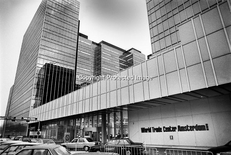 Nederland, Amsterdam, 10-11-1985  WTC, world trade center  gebouw . Beeld uit een serie over economie van de nederlandse provincies voor Intermediair eind 1985, begin 1986 . Foto: Flip Franssen