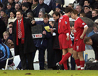 Fotball, 5. desember 2003 , Manchester City v Liverpool, AXA FA Cup, Maine Road, Manchester. <br />Liverpool's John Arne Riise  bytter med  Vladimir Smicer.<br />Photo. Jed Wee, Digitalsport