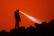 Fototouristen m dem Kraterrand des aktiven Vulkans Nyiragongo, Virunga, Nordkivu, Kongo, © Markus Heuer<br /> <br /> Photo tourists in the crater rim of the active volcano Nyiragongo, Virunga, North Kivu, Congo © Markus Heuer