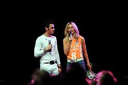 10-05-2008 VOLLEYBAL: DELA MEIDENDAG: APELDOORN<br /> Zo n 1500 meisjes woonden de teampresentatie van het Nederlands vrouwenvolleybalteam bij. De DELA meidendag werd weer een groot succes / Idols zanger Neil<br /> ©2008-WWW.FOTOHOOGENDOORN.NL