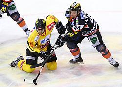 22.01.2012, Albert Schultz Halle, Wien, AUT, EBEL, UPC Vienna Capitals vs Moser Medical Graz 99ers, im Bild Jonathan Ferland, (UPC Vienna Capitals, #24) und Olivier Latendresse, (Moser Medical Graz 99ers, #44)  // during the icehockey match of EBEL between UPC Vienna Capitals (AUT) and Moser Medical Graz 99ers (AUT) at Albert Schultz Halle, Vienna, Austria on 22/01/2012,  EXPA Pictures © 2012, PhotoCredit: EXPA/ T. Haumer