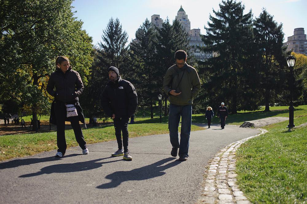 Maickel Melamed entrena en Central Park acompañado de su entrenado Federico Pisani y su amiga y maganer Perla Sananes. Maickel se prepara para correr el Maratón de NY 2011