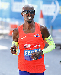 © Licensed to London News Pictures. 22/04/2018. London, UK. MO FARAH at the 13 mile point the 2018 London Marathon which is being run in unusually warm temperatures for April. This years event is being started by HRH Queen Elizabeth II. Photo credit: Tom Nicholson/LNP
