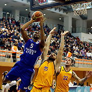Anadolu Efes's Derrick Brown (L) during their Turkish Basketball Super League match Istanbul BBSK between Anadolu Efes at Cebeci Arena in Istanbul Turkey on Sunday 29 November 2015. Photo by Aykut AKICI/TURKPIX