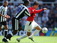 Fotball<br /> Premier League England 2003/2004<br /> Newcastle v Manchester United 23.08.2003<br /> Norway Only<br /> Foto: Digitalsport<br /> <br /> Ronaldo (Manchester United) Titus Bramble (Newcastle) Newcastle United v Manchester United, FA Premiership, 23/08/2003. Credit: Matthew Impey