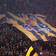 NLD/Arnhem/20051211 - Voetbal, Vitesse - Ajax, grote supportsvlag over het publiek getrokken