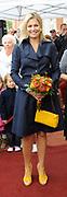 Prinses Máxima opent Blijf van m'n Lijf huis nieuwe stijl<br /> <br /> Hare Koninklijke Hoogheid Prinses Máxima der Nederlanden opent op dinsdag 30 augustus in Alkmaar het eerste Oranje Huis. Het Oranje Huis is een Blijf van m'n Lijf Huis Nieuwe Stijl: een niet geheime, open locatie. Het Oranje Huis is een initiatief van Stichting Blijf Groep en biedt onder één dak advies, hulpverlening en opvang voor mensen die te maken hebben met huiselijk geweld.<br /> <br /> Op de foto: Aankomst van de prinses<br /> <br /> <br /> Princess Máxima opens new home Stay off my Body style<br /> <br /> Her Royal Highness Princess Máxima of the Netherlands opens on Tuesday, August 30 Alkmaar in the first House of Orange. The monarchy is one of my Stay Home New Body Style: not a secret, open location. The monarchy is an initiative of Stay Group Foundation and includes a roof advice, assistance and care for people dealing with domestic violence.<br /> <br /> On the photo: Arrival of the prinses