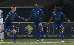 Målscorer Jubril Adedeji (HB Køge) jubler med Mathias Høst efter scoringen til 1-0 under kampen i 1. Division mellem HB Køge og FC Helsingør den 4. december 2020 på Capelli Sport Stadion i Køge (Foto: Claus Birch).