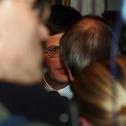 CDA verkiezingsbijeenkomst Hilversum, premier Jan Peter Balkenende in gesprek met de pers, camera, fotografen, journalisten