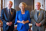 Prinses Beatrix reikt Zilveren Anjers uit op het Koninklijk Paleis in Amsterdam.<br /> <br /> Princess Beatrix at the award ceremony of theZilveren Anjers  in the the Royal Palace in Amsterdam.<br /> <br /> Op de foto / On the photo:  Prinses Beatrix met laureaat Jack Kooistra en laureaat Eric Zwijnenberg