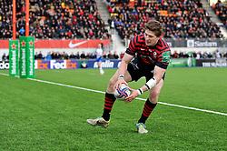 David Strettle (Saracens) scores a late try - Photo mandatory by-line: Patrick Khachfe/JMP - Tel: Mobile: 07966 386802 18/01/2014 - SPORT - RUGBY UNION - Allianz Park, London - Saracens v Connacht Rugby - Heineken Cup.