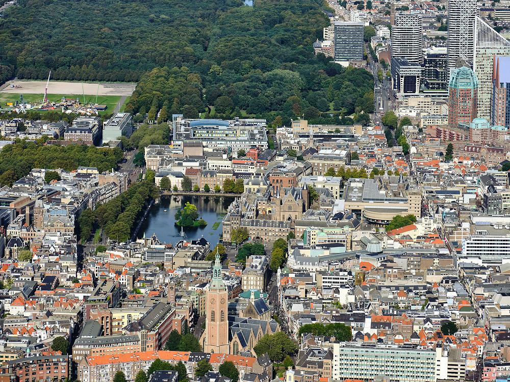 Nederland, Zuid-Holland, Den Haag, 14-09-2019; zicht op centrum van de stad, met Binnenhof, Hofvijfer en Tweede kamer,  Malieveld en Haagse Bos. Grote of Sint-Jacobskerk.<br /> View of center of the city, with parliament.<br /> luchtfoto (toeslag op standard tarieven);<br /> aerial photo (additional fee required);<br /> copyright foto/photo Siebe Swart