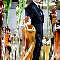 Nederland,Den Bosch ,11 februari 2008..Onno Hoes..Onno Hoes (Leiden, 5 juni 1961) is een Nederlands politicus. Hij is gedeputeerde voor Ecologie in de provincie Noord-Brabant. Hoes is lid van de VVD..Hoes is sinds 29 juni 2001 getrouwd met Albert Verlinde, met wie hij in Cromvoirt woont. Ook is hij de broer van Isa Hoes..Op 5 december 2007 maakt Hoes bekend dat hij, de per 1 mei 2008 terug tredende, Jan van Zanen zou willen opvolgen als voorzitter van de VVD.