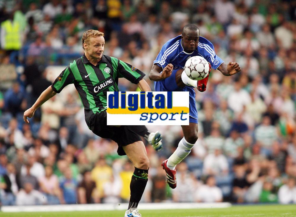Photo: Chris Ratcliffe.<br /> Chelsea v Glasgow Celtic. Pre Season Friendly. 09/08/2006.<br /> Lassana Diarra of Chelsea clashes with Jiri Jarosik of Celtic.