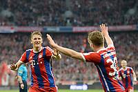 Fotball<br /> Tyskland<br /> 25.04.2015<br /> Foto: Witters/Digitalsport<br /> NORWAY ONLY<br /> <br /> 1:0 Jubel v.l. Torschuetze Bastian Schweinsteiger, Mitchell Weiser (Bayern)<br /> <br /> Fussball Bundesliga, FC Bayern München - Hertha BSC Berlin