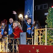 NLD/Amstelveen/20181222 - SBS Kerstparade 2018, Nick Schilder en partner Kirsten Hofstee