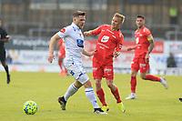 Fotball , 17. juni 2020 , Eliteserien,<br />Haugesund - Brann Bergen<br />Taijo Teniste fra Brann Bergen i aksjon mot Thore Pedersen fra Haugesund.<br />Foto: Andrew Halseid Budd , Digitalsport