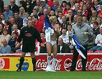 Photo: Andrew Unwin.<br />Middlesbrough v Blackburn Rovers. The Barclays Premiership. 23/09/2006.<br />Blackburn's Robbie Savage (C) changes his kit.