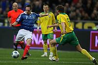 Fotball<br /> Frankrike v Litauen<br /> Foto: DPPI/Digitalsport<br /> NORWAY ONLY<br /> <br /> FOOTBALL - FIFA WORLD CUP 2010 - QUALIFYING ROUND - GROUP 7 - FRANCE v LITHUANIA - 01/04/2009 - FRANCK RIBERY (FRA) / ANDRIUS SKERLA (LIT)