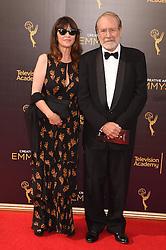 Martin Mull, Wendy Haas bei der Ankunft zur Verleihung der Creative Arts Emmy Awards in Los Angeles / 110916 <br /> <br /> *** Arrivals at the Creative Arts Emmy Awards in Los Angeles, September 11, 2016 ***