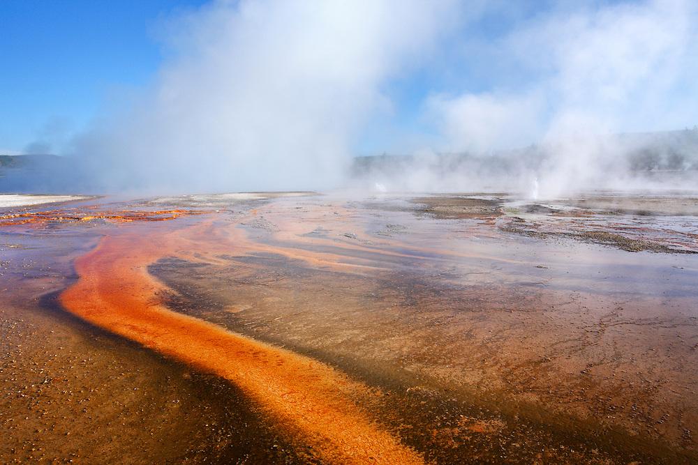 Fuente termal en Biscuit Basin, Yellowstone NP, Wyoming (Estados Unidos)