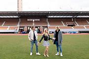 AMSTERDAM, 12-04-2021 , Olympisch Stadion<br /> <br /> Na het daverende succes afgelopen jaar, keert De Amsterdamse Zomer ook dit jaar terug in het Olympisch Stadion. In de maanden juli, augustus en september zullen de grootste artiesten van Nederland intieme concerten verzorgen op een van de meest iconische plekken van de hoofdstad. <br /> <br /> Op de foto:  Bas Smit en Nicolette van Dam met John Ewbank
