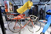 Perspreview 50 jaar Koninklijk Paleis Amsterdam.<br /> <br /> Op de foto: Fiets en gele trui van Joop Zoetemelk