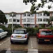Bejaardentehuis de Bolder Huizen , woning buitenzijde, parkeerplaats, auto's, gehandicapten