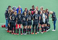 AMSTELVEEN - teambespreking , teamgevoel, samen, Coach Robert Tigges (Adam)    tijdens de hoofdklasse competitiewedstrijd hockey dames, Amsterdam-Bloemendaal (8-0)  ,   COPYRIGHT KOEN SUYK