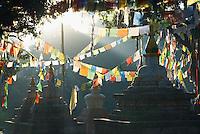 Nepal. Vallee de Katmandou. Stupa de Swayambunath. Drapeau a priere. // Nepal. Kathmandu valley. Swayambunath stupa. Prayer flag.