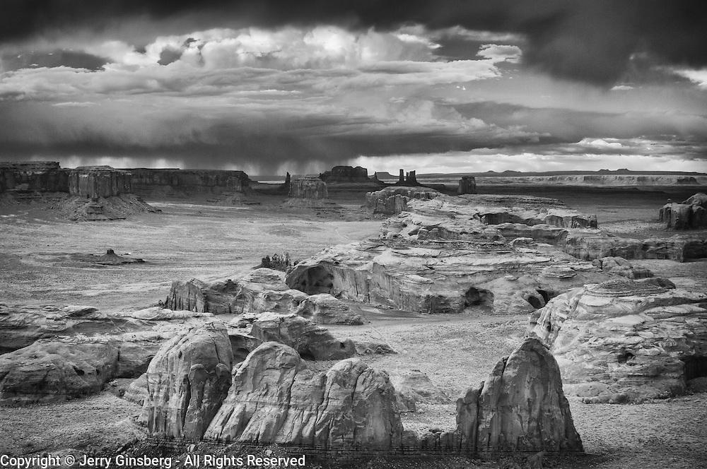USA, West, Southwest, AZ, Arizona, UT, Utah, Navajo Reservation, Navajo Nation, Monument Valley, Hunt's Mesa, View from atop Hunt's Mesa in Monument Valley Tribal Park of the Navajo Nation, AZ and UT.