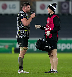 Ospreys' Rob McCusker takes on water<br /> <br /> Photographer Simon King/Replay Images<br /> <br /> European Rugby Champions Cup Round 5 - Ospreys v Saracens - Saturday 13th January 2018 - Liberty Stadium - Swansea<br /> <br /> World Copyright © Replay Images . All rights reserved. info@replayimages.co.uk - http://replayimages.co.uk