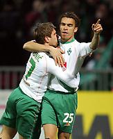 Fotball<br /> Bundesliga Tyskland 2004/05<br /> Werder Bremen v Hansa Rostock<br /> 30. januar 2005<br /> Foto: Digitalsport<br /> NORWAY ONLY<br /> 1:0 Jubel Werder Ivan KLASNIC, Valerien ISMAEL