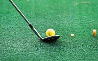 LOCHEM -   mat met bal en club  op de Driving Range Lochemse Golf Club De Graafschap. COPYRIGHT KOEN SUYK