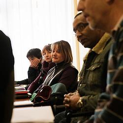Une fois par mois, l'equipe d'educateurs retrouvent une psychologue pour discuter de leurs pratiques, de l'ambiance, etc., le tout sans l'equipe de direction pour parler librement. La Chaumiere, Maison d'enfants à caractere social. Vilcey-sur-Trey (54), France. 10 mars 2010. Photo : Antoine Doyen